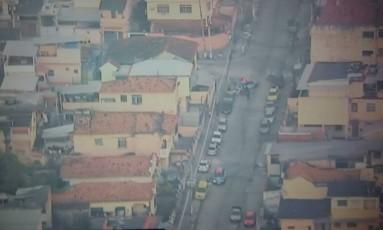 Tiroteio no Complexo do Alemão começou por volta das 5h desta quinta-feira Foto: Reprodução/ TV Globo