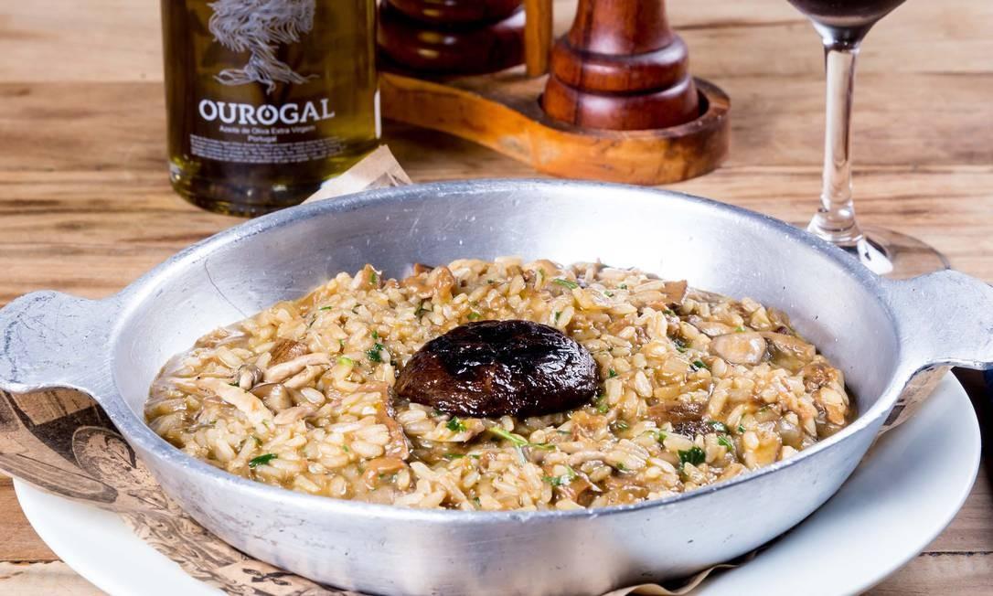 Adega Santiago. O risoto de cogumelos (R$ 67) é destaque na nova casa. Av. das Américas 3.900, Barra (3900-1605). Divulgação/Ricardo Bozza