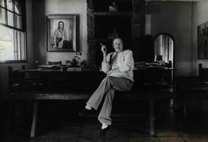 A escritora Hilda Hilst na Casa do Sol em 1990. Para lá, ela foi em busca de paz para escrever, mas sempre cercada de amigos e colaboradores Foto: Agência O Globo
