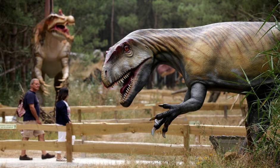 O perigoso Lourinhanosaurus é uma das espécies descobertas nesta parte de Portugal, e é um dos destaques do parque Foto: JOSE MANUEL RIBEIRO / AFP