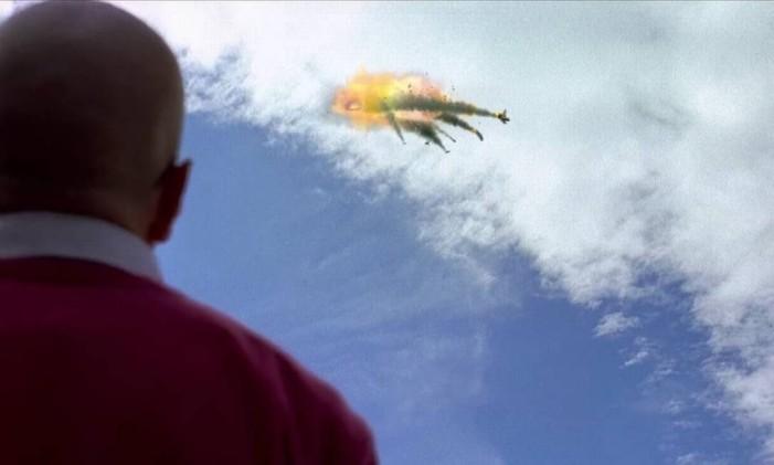 Walt observa a colisão dos aviões operados pelo pai de Jane Foto: Reprodução