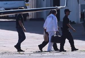 O ex-ministro Geddel Vieira Lima desembarca em Brasília após ser preso Foto: Jorge William/Agência O Globo/08-09-2017