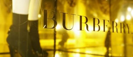 Manequim em vitrine de loja da Burberry, no Centro de Londres Foto: Luke McGregor / REUTERS