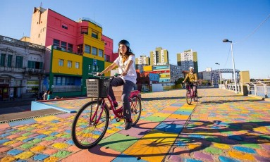 Pedalada no bairro da Boca, em Buenos Aires Foto: Ente de Turismo da Cidade de Buenos Aires / Divulgação