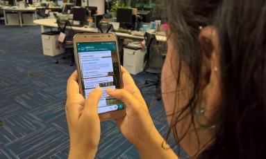 WhatsApp passa a conter restrição quanto ao número de contatos que podem receber uma mesma mensagem encaminhada Foto: Agência O Globo