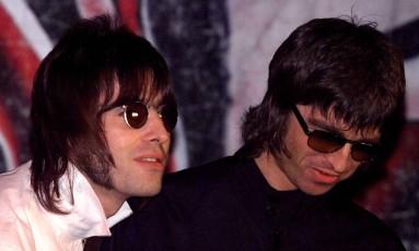 Liam e Noel Gallagher no aueg do sucesso do Oasis Foto: Dylan Martinez / REUTERS