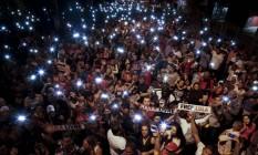 """Multidão em vigília em São Bernardo do Campo, no dia em que Lula viveu """"prende e solta"""", em razão de decisões judiciais conflitantes Foto: MIGUEL SCHINCARIOL / AFP"""