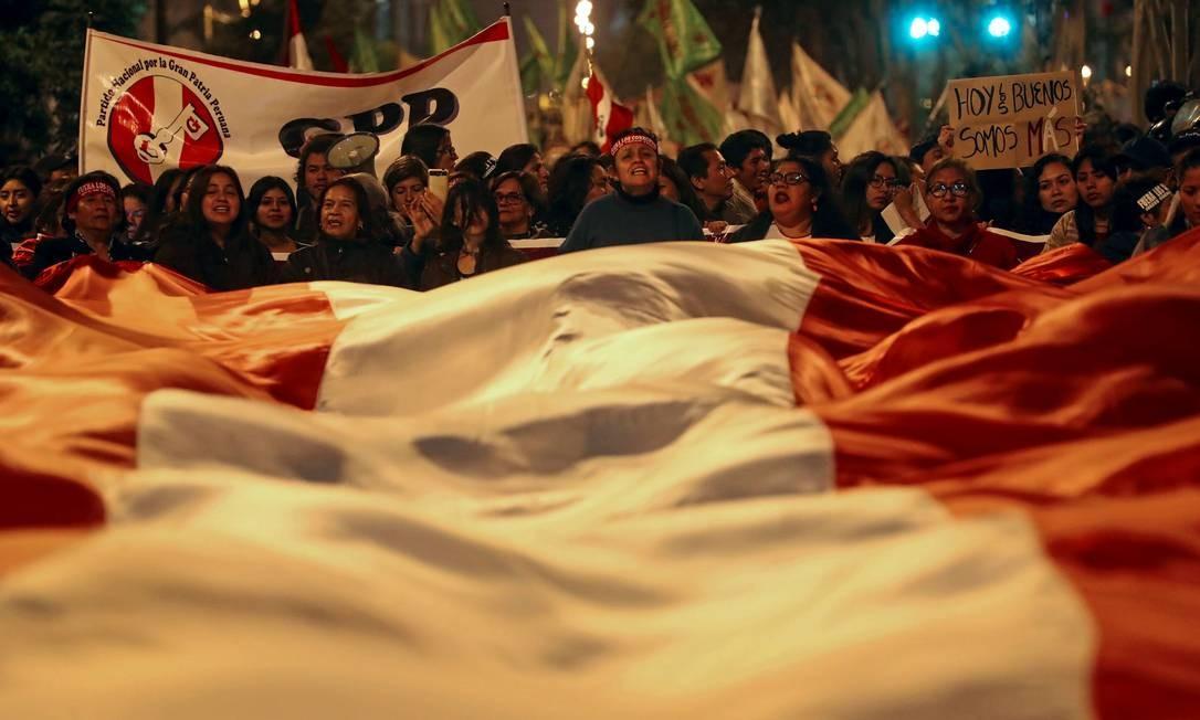 Manifestantes marcham em Lima após denúncias que desacreditam Poder Judiciário no Peru Foto: TEO BIZCA / AFP