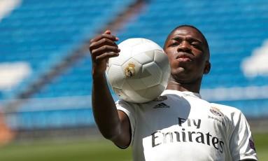 Vinícius Júnior foi apresentado pelo Real Madrid no Santiago Bernabéu, na capital espanhola Foto: SUSANA VERA / Reuters