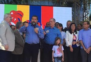 Presidente do PDT, Carlos Lupi, discursa ao lado de Ciro Gomes na convenção do partido Foto: Luís Lima / O Globo