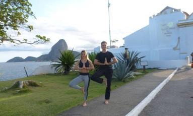 A idealizadora do evento, a influenciadora digital Maira Gomeso e instrutor de ioga Henrique Moraes Foto: Divulgação / Divulgação