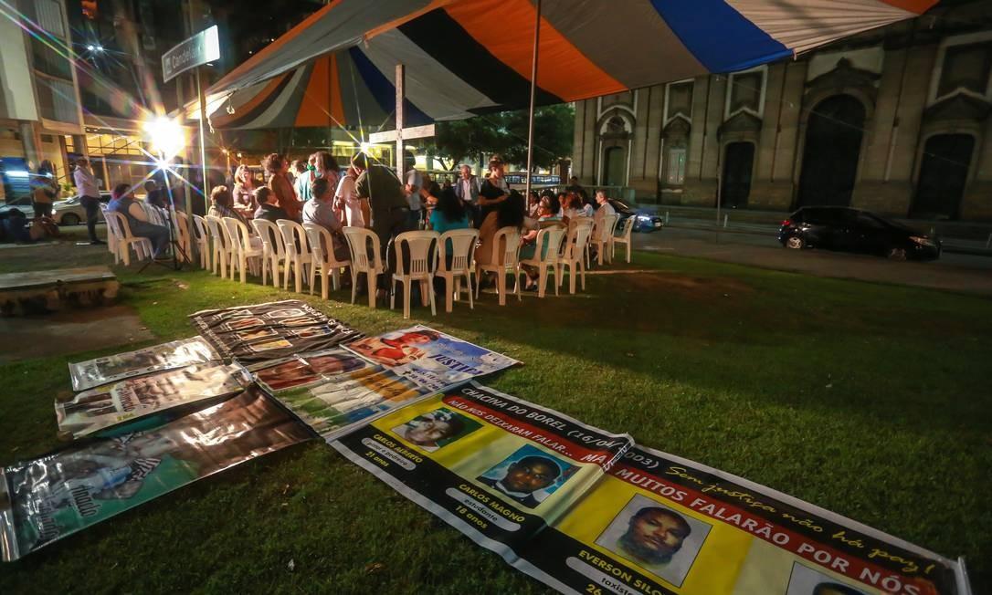 As fotos dos menores foram exibidas durante a cerimônia Foto: Marcelo Regua / Agência O Globo
