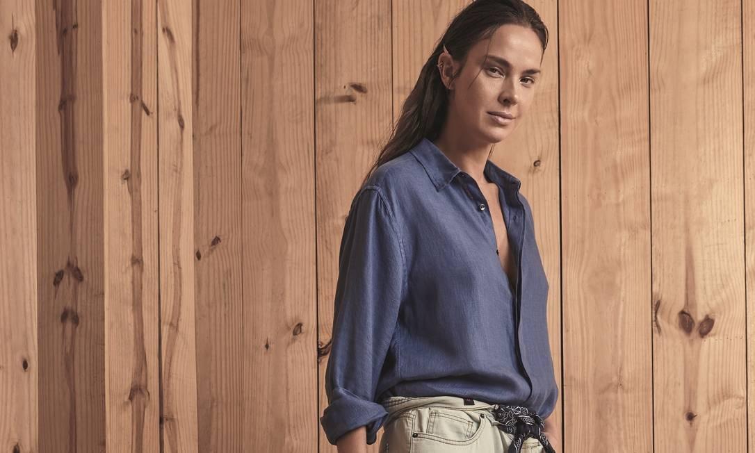 Camisa (R$ 390) Handred, lenço Levi's, calça (preço sob consulta) Reserva e mocassim (R$ 532) Marcela B. Foto: Thais Vandanezi