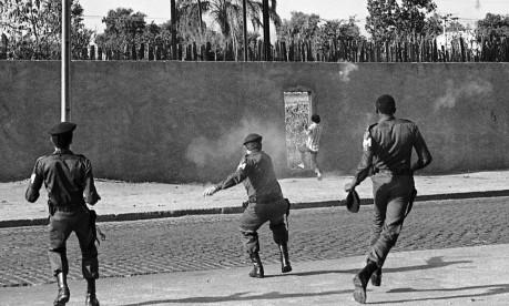 Policial atira em ladrão que fugiu depois de preso, em Ricardo de Albuquerque Foto: Luiz Alberto Peña / Agência O Globo
