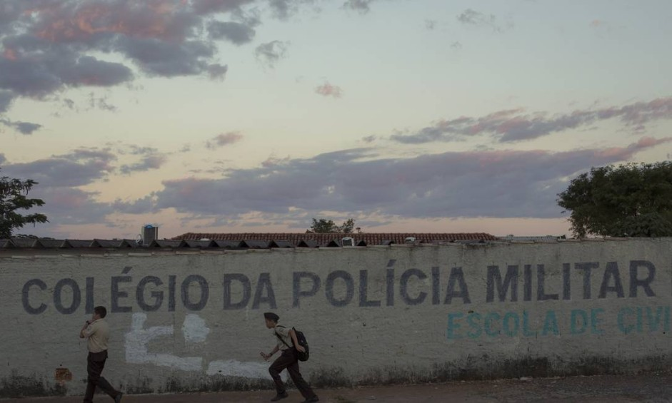 Atualmente, Goiás conta com 46 escolas, com 53 mil alunos, sob administração da Polícia Militar. Há cinco anos, o estado tinha apenas oito colégios militares Foto: Daniel Marenco / Agência O Globo