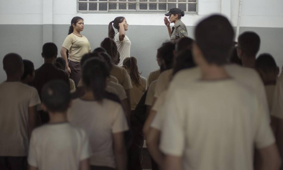O Centro de Comando de Ensino Militar tem um regimento com 276 artigos que precisam ser seguidos por alunos e professores Foto: Daniel Marenco / Agência O Globo