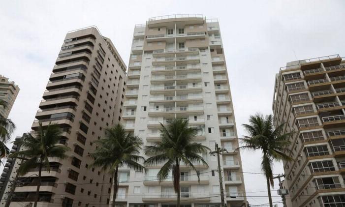 O prédio do triplex no Guarujá Foto: Marcos Alves / Agência O Globo