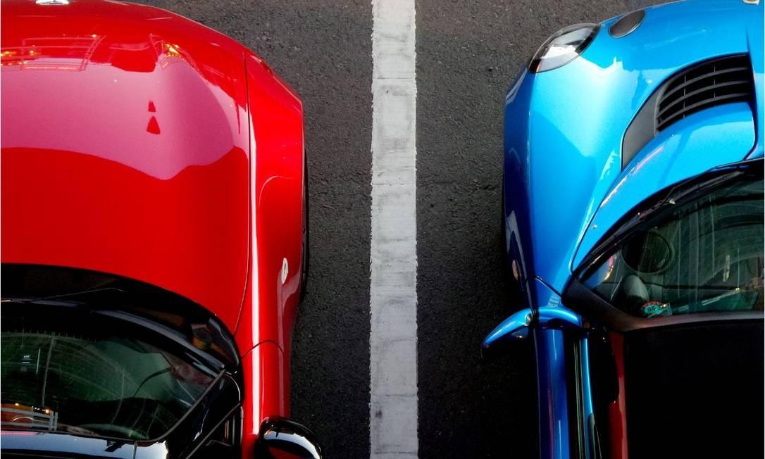 Estacionar muito rente ao carro do vizinho é um dos problemas mais comuns Foto: Pixabay