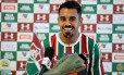 Junior Dutra na apresentação oficial ao Fluminense Foto: LUCAS MERÇON / FLUMINENSE F.C.