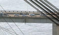Fenda estrutural que fica sob uma das juntas de dilatação da Ponte Foto: Marcio Alves / Agência O Globo