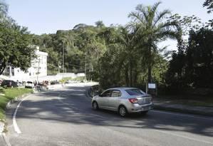 Tensão. Trecho da Estrada Velha de Itaipu onde ocorreu um arrastão na semana passada: medo na vizinhança Foto: Marcio Alves / Márcio Alves