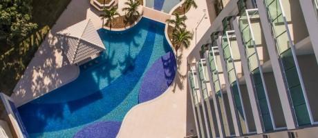 A piscina de design moderno faz parte da estrutura completa de lazer do Unique Stadio, no Engenho de Dentro Foto: Fotolia