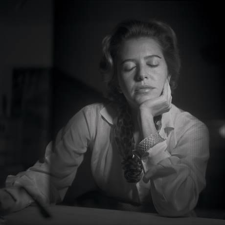 Hilda Hilst, aos 29 anos, pelo fotógrafo português Fernando Lemos em 1959 Foto: Fernando Lemos / Divulgação