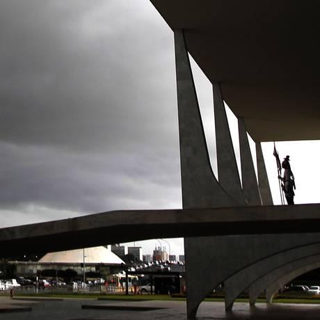 Palácio do Planalto e o Congresso Nacional ao fundo Foto: Givaldo Barbosa / Agência O Globo 07/03/2016
