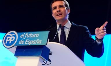 Deputado Pablo Casado faz discurso após ser escolhido o próximo líder do Partido Popular da Espanha Foto: PIERRE-PHILIPPE MARCOU / AFP