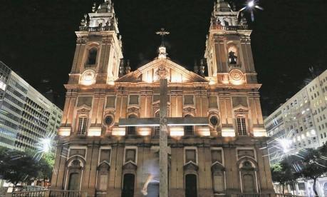 A Igreja da Candelária, perto de onde oito jovens foram mortos em 1993: poucos adolescentes dormem hoje na região Foto: Marcelo Régua