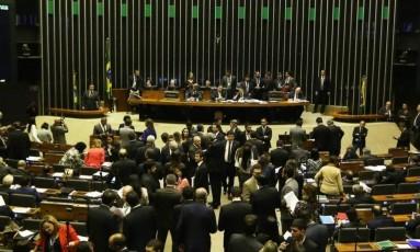 Políticos em sessão do Senado Federal Foto: Ailton de Freitas / Agência o Globo