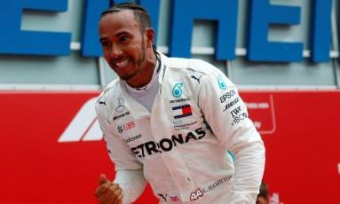 Lewis Hamilton vibra com a vitória surpreendente obtida na Alemanha Foto: RALPH ORLOWSKI / REUTERS