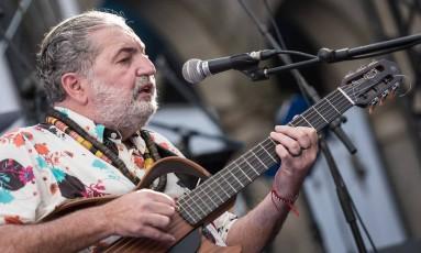 Moacyr Luz se apresenta no Festival Mimo, em Amarante, Portugal Foto: André Henriques / Divulgação