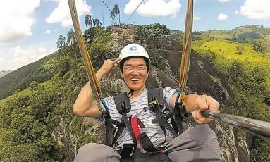 O paraplégico Ricardo Shimosakai faz um selfie na tirolesa Foto: Arquivo pessoal