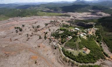 Distrito de Bento Gonçalves tomado pela lama após o desastre em Mariana. Foto: Ricardo Moraes/Reuters/06/11/2015