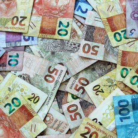 Em 2017, as empresas e famílias brasileiras pagaram, juntas, R$ 475,6 bilhões em juros Foto: Pixabay