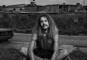 O escritor Geovani Martins no Rio de Janeiro. Ele incorporou a linguagem das periferias em seu livro de estreia Foto: Leonardo Aversa : Leo Aversa / Agência O Globo