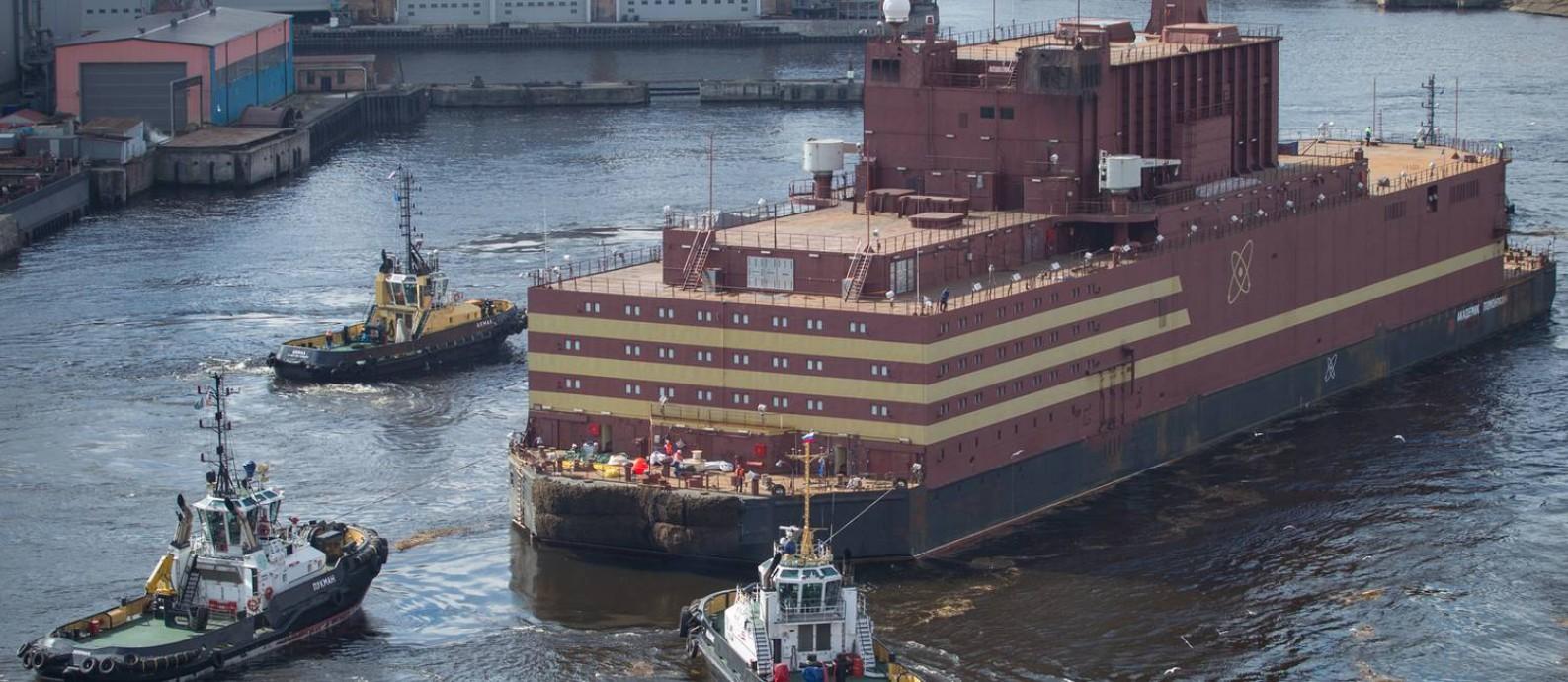 Com dois reatores capazes de produzir 35 megawatts de energia cada um, o suficiente para abastecer uma cidade de 100 mil habitantes, a Akademik Lomonosov é a primeira geradora de energia atômica móvel Foto: Nikita_Greydin