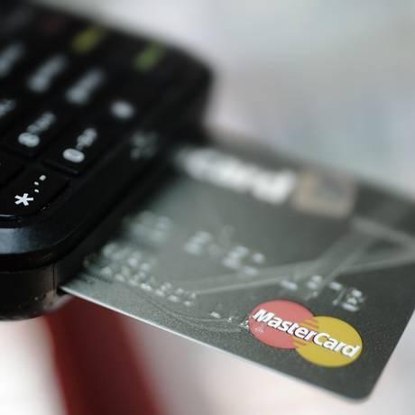 Máquina para pagamento com cartão de crédito. Foto Gustavo Azeredo.