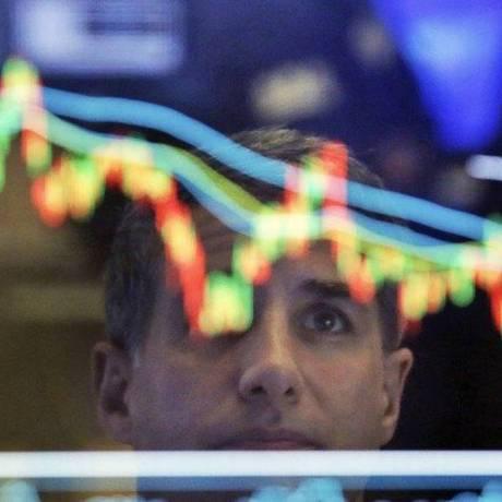 Investidores estrangeiros retiraram US$ 3,1 bilhões em aplicações em títulos de renda fixa e ações do Brasil em junho Foto: Richard Drew / AP