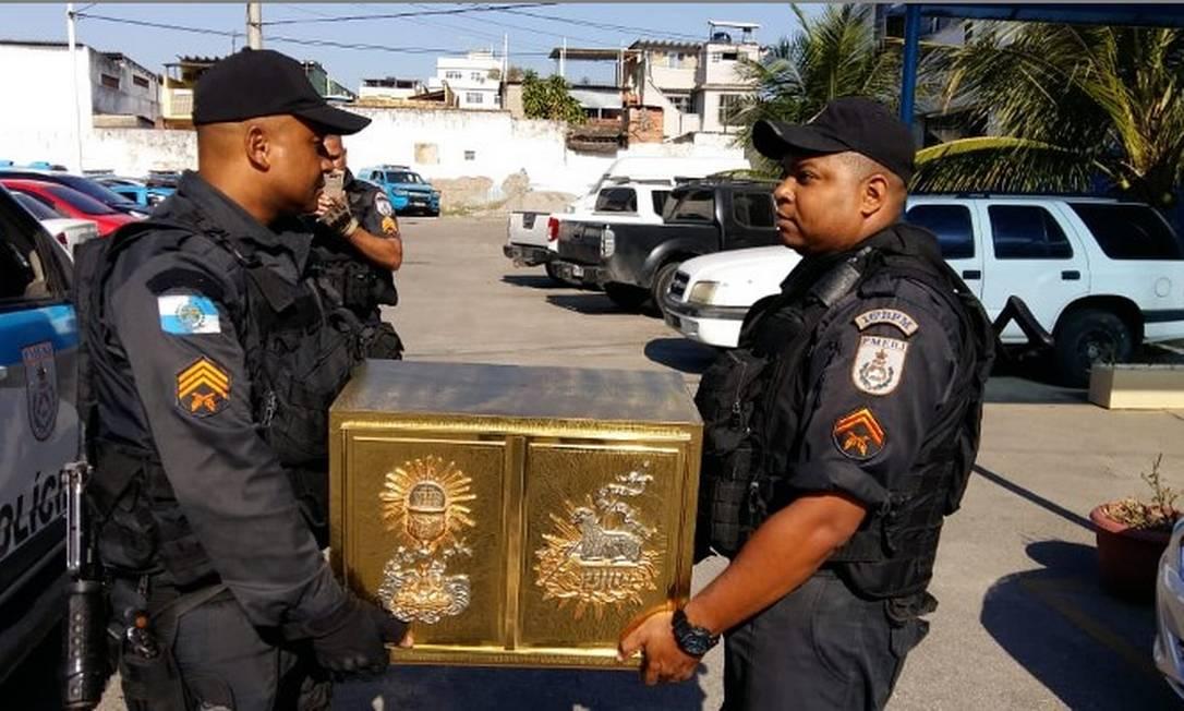 PMs recuperaram sacrário em Brás de Pina, na Zona Norte Foto: Divulgação