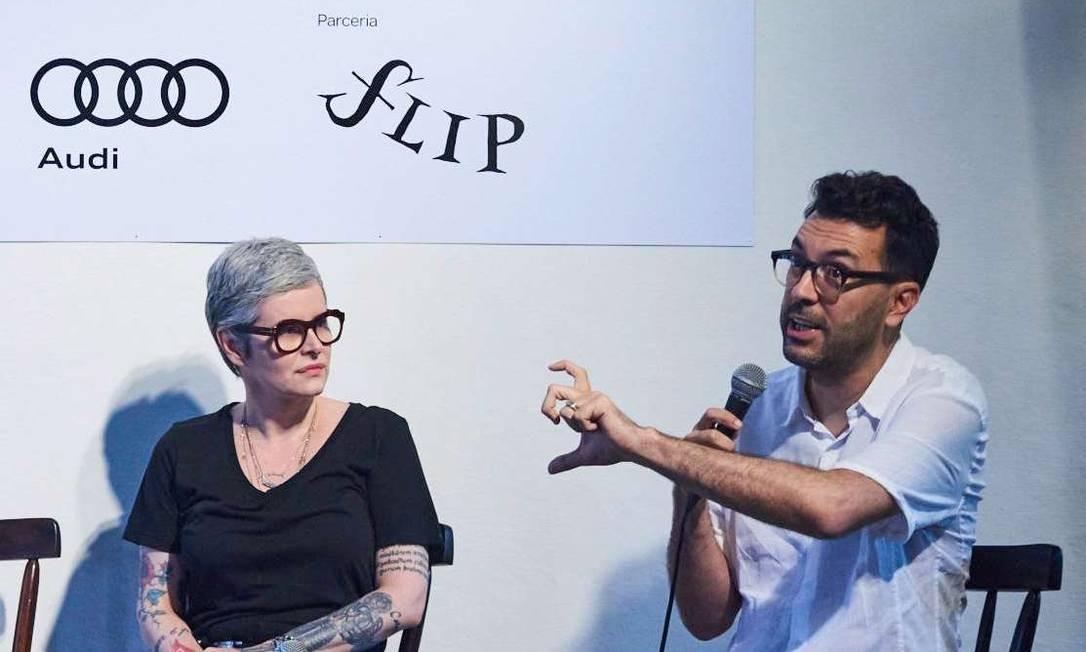 Fernanda Young ouve as considerações do publicitário Dedé Laurentino Foto: Marcelo Saraiva Chaves