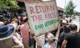 Em 11 de julho, manifestantes protestam contra detenção de crianças nos EUA e pedem que menores sejam devolvidos aos pais em Nova York Foto: DON EMMERT / AFP