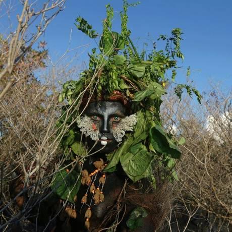 Emerson Munduruku, o ativista que se caracteriza com Uýra Sodoma para dar aulas sobre meio ambiente Foto: AFP / RICARDO OLIVEIRA