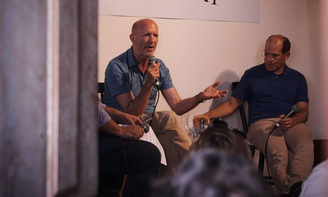 """O escritor Simon Montefiore e o jornalista e colunista de Época Helio Gurovitz falaram na mesa """"Trump e Putin: os novos czares"""" Foto: Marcelo Saraiva Chaves"""
