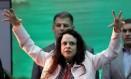 """Janaina Paschoal jogou água fria na convenção do PSL ao alertar os seguidores de Bolsonaro sobre os riscos de virarem """"um PT ao contrário"""" Foto: Ricardo Moraes / Reuters"""