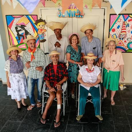 Moradores do Retiro, já com seus respectivos trajes: ansiosos pela festa Foto: Agência O Globo / Brenno Carvalho