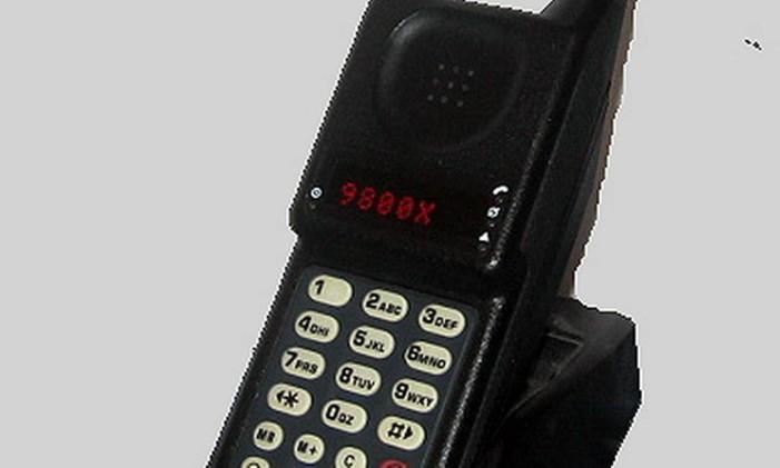 SOC Telefone celular Motorola Micro TAC 9800x Foto: Arquivo / O GLOBO