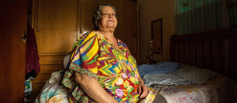Dona Rita Barbosa vê persistirem as mesmas condições da época em que adoeceu Foto: Brenno Carvalho / Agência O Globo