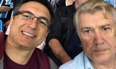 O avião onde estava o pai do pré-candidato ao governo do Rio, Pedro Fernandes (PDT), caiu no mar de Santa Catarina Foto: Reprodução/Facebook